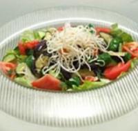 夏野菜と揚げビーフンのさっぱり梅サラダ