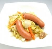 キャベツとソーセージのドイツ風蒸し煮