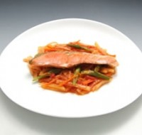 鮭と秋野菜のトマトブレゼ