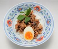 台湾風豚丼 魯肉飯(ルーローハン)