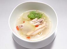 鶏手羽の薬膳スープ