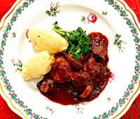 牛肉の赤ワイン煮込み ポテト添え